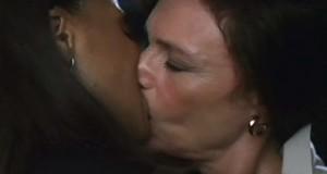 Jacqueline Bisset and Sanaa Lathan Nip/Tuck, Lesbian kiss TV lesmedia