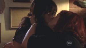 Lindsay Price and Sara Rue, Lesbian Kiss Eastwick lesmedia