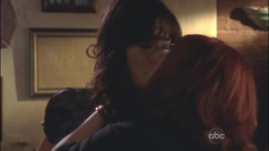 Lindsay Price and Sara Rue, Lesbian Kiss Eastwick