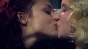 Naomi and Emily, Finale Scene Skins lesmedia