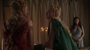 Lucy Lawless and Viva Bianca, Lesbian kiss Spartacus lesmedia
