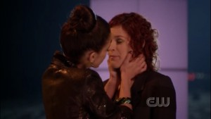 Jessica Lowndes and Rumer Willis Lesbian Kiss, 90210 lesmedia