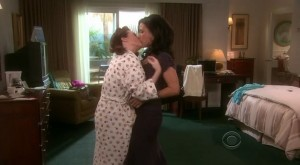 Julia Louis-Dreyfus and Megan Mullally, Lesbian Kiss
