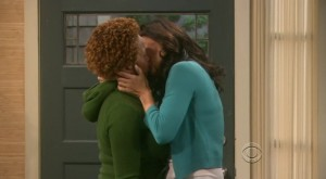 Julia Louis-Dreyfus and Wanda Sykes, Lesbian Kiss