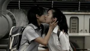 Samantha Tan and Ezann Lee, Lesbian Kiss