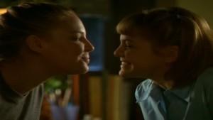 Katherine Heigl and Larisa Oleynik, Lesbian Kiss