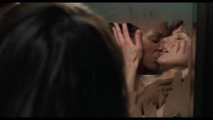Milla Jovovich, Aisha Tyler and Sarah Strange Lesbian Kiss, ,45 lesmedia