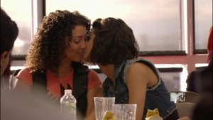 Tea and Betty, Lesbian Kiss Images from Skins lesbian media