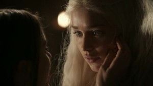 Emilia Clarke and Roxanne McKee, Lesbian Scene Game of Thrones lesbian media