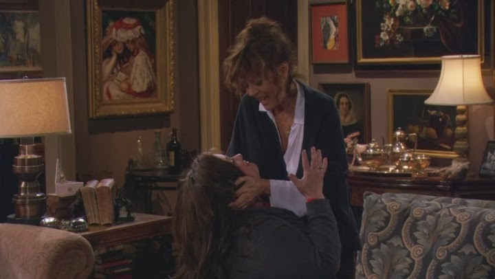 Melissa McCarthy and Susan Sarandon Lesbian Kiss from Mike & Molly