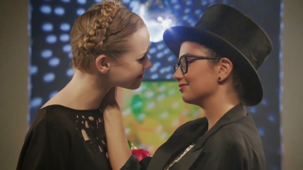 Cristine Prosperi and Niamh Wilson Lesbian Kiss from Degrassi