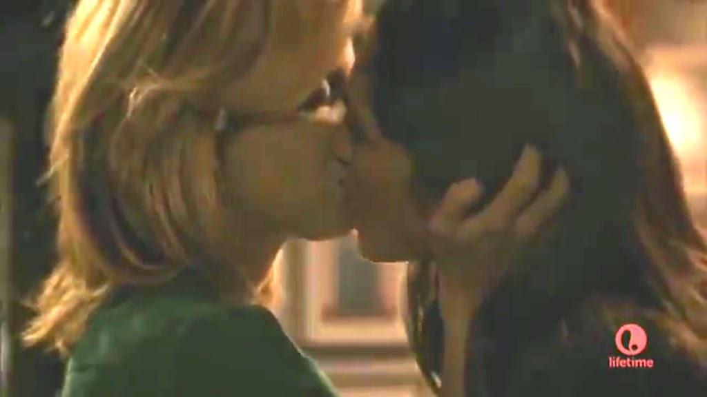 Mena Suvari and Lela Loren Lesbian Kiss Stalkers