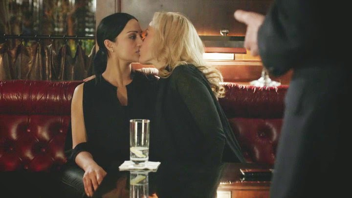 Gillian Anderson and Archie Panjabi Lesbian Kiss