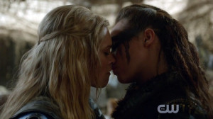 Clarke and Lexa Lesbian Kiss
